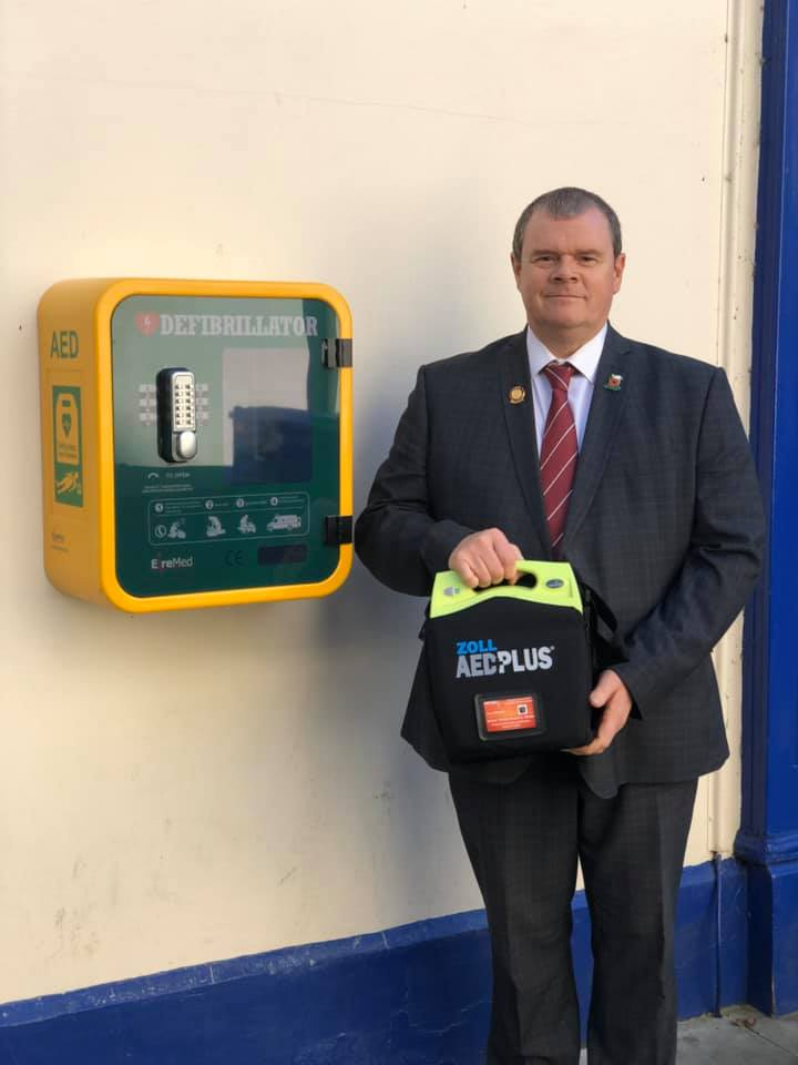 Cllr. Protheroe with Defibrillator