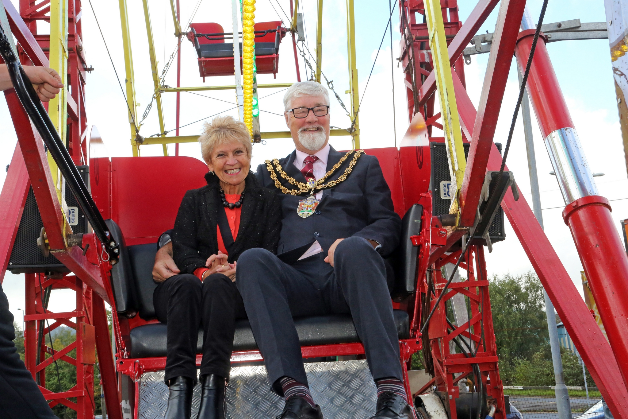 Mayor & Mayoress on ferris wheel